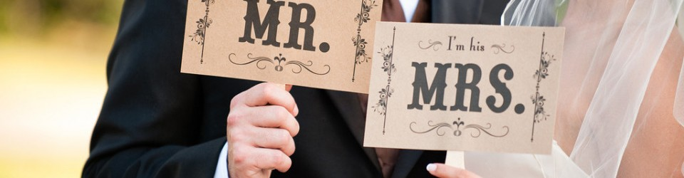 creative-wedding-ideas-from-etsy-mr-and-mrs-decor-photobooth-prop-2.original